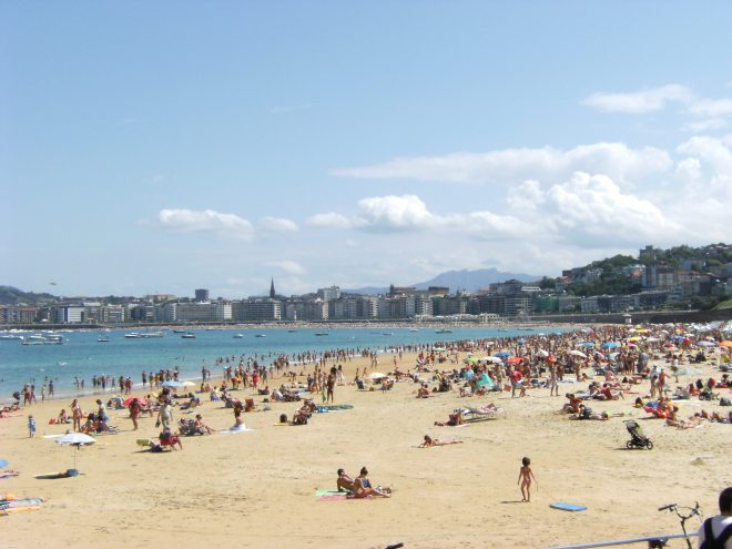 San Sebastián en verano. En la imagen se percibe perfectamente la aglomeración turística.